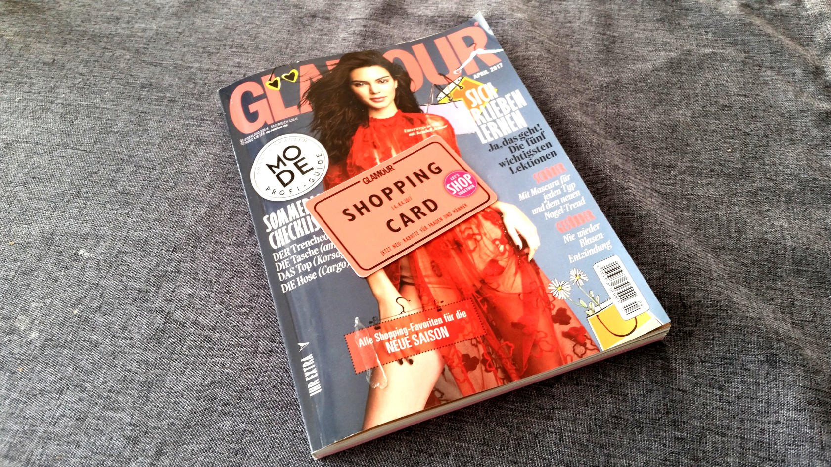 glamour-shopping-week-cover-april-2017-mit-shopping-card